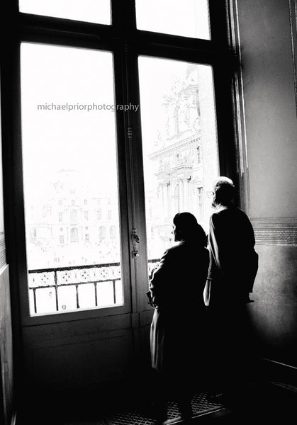 An elderly couple passing time at The Louvre - Michael Prior Photography