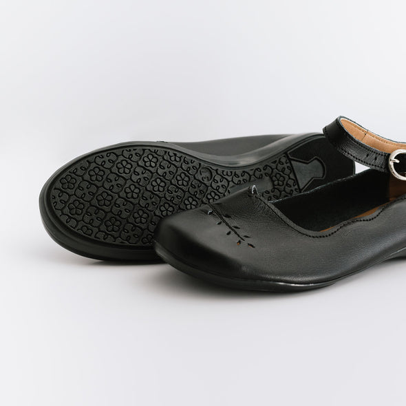 Adelisa & Co's handmade leather Cosecha Mary Janes for women in black with vintage style leaf detail.