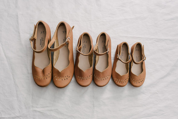 Adelisa & Co's handmade leather Cosecha Mary Janes for babies, kids and youth. These vintage style mary janes are crafted by artisans in Nicaragua and feature soft brown leather with a delicate leaf detail.