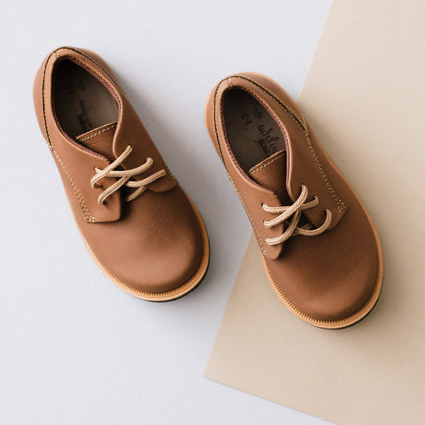 Handmade leather Oxford shoe for kids. Made by artisans in Nicaragua.