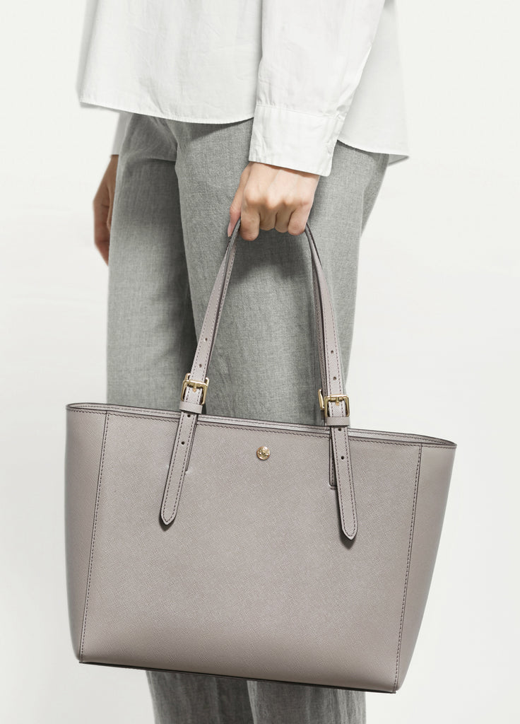 VERA The First Bag in Taupe