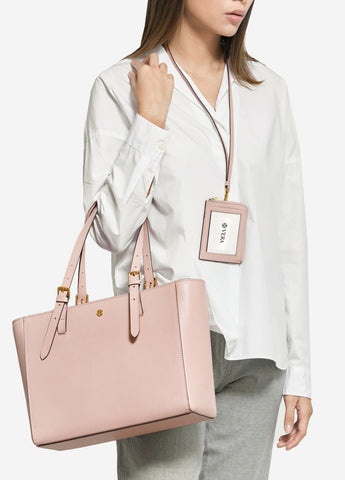 VERA The First Bag & Badge in Soft Pink