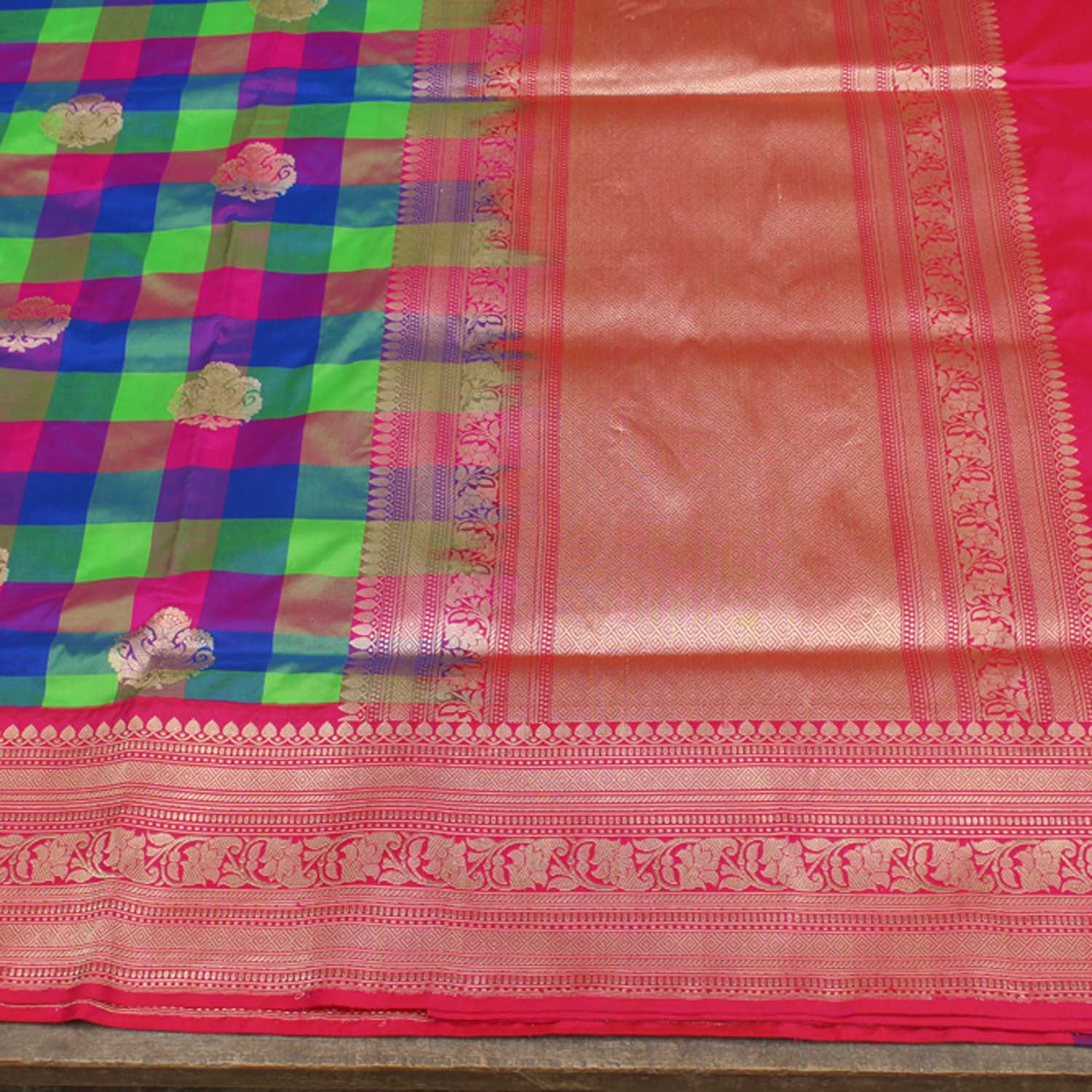 Checkered Pure Katan Silk Handloom Banarasi Saree - Tilfi - 3