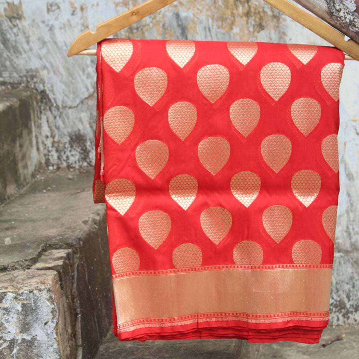 Red Pure Silk Georgette Banarasi Handloom Saree - Tilfi