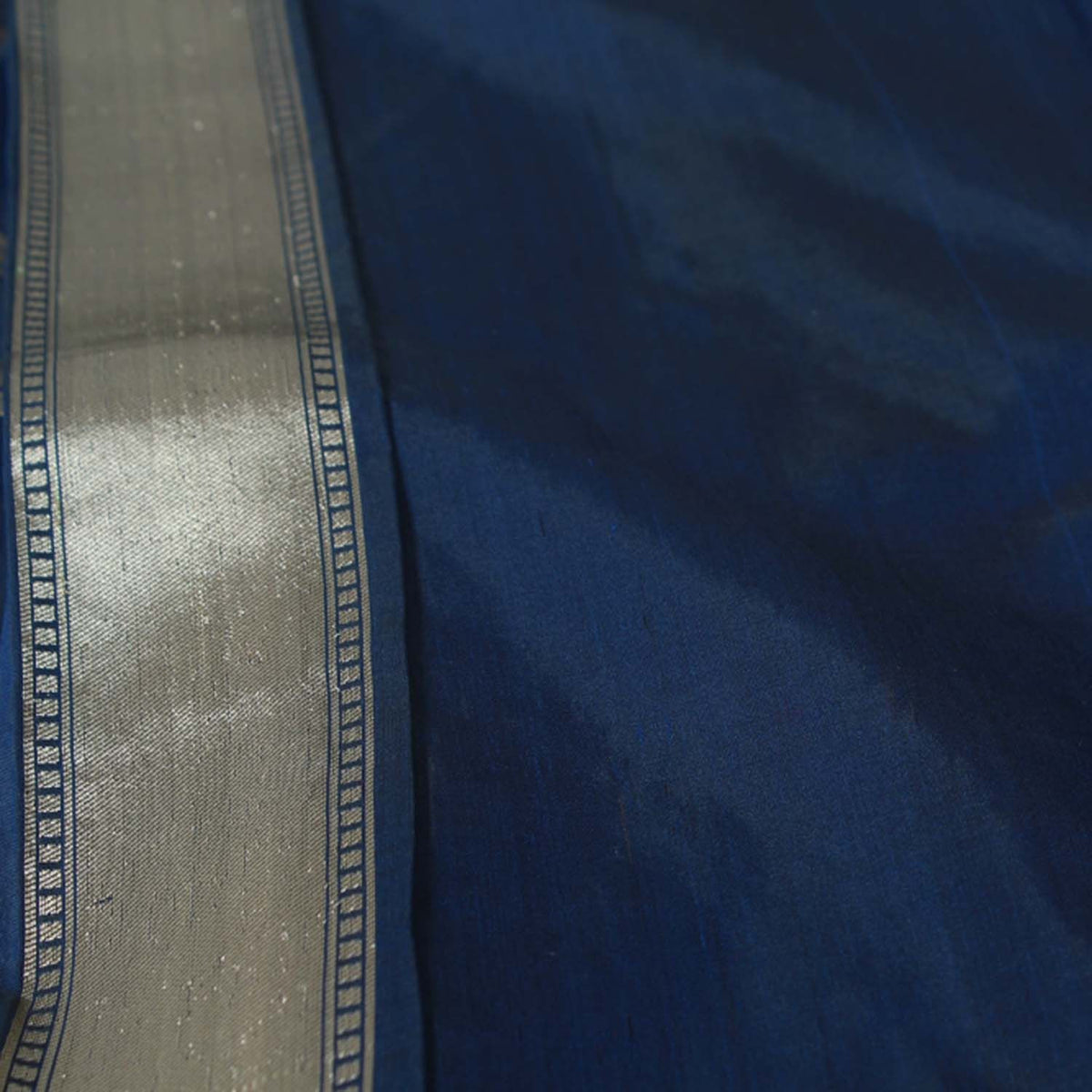 Black-Navy Blue Pure Silk Georgette Banarasi Handloom Saree - Tilfi