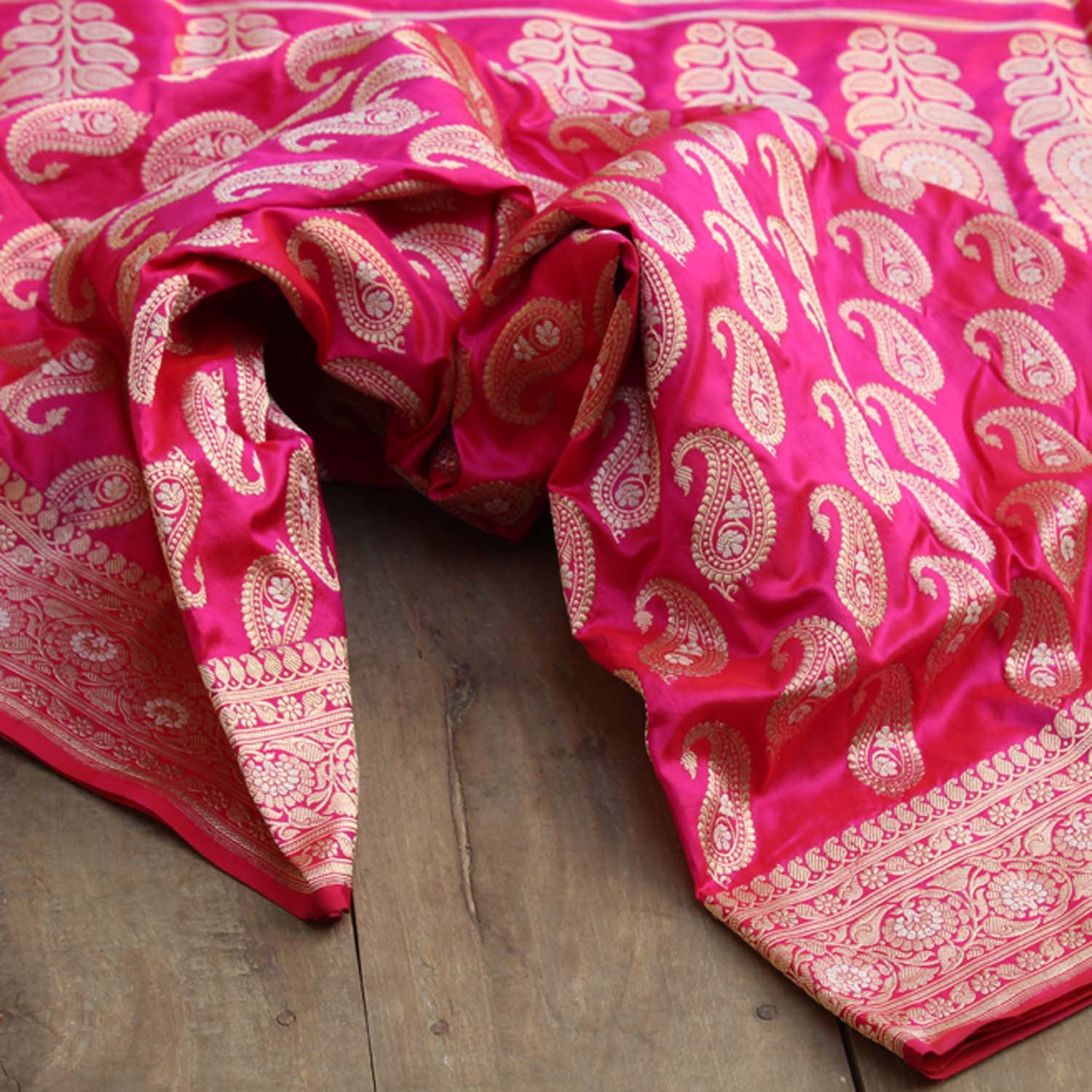 Red-Indian Pink Shot Color Pure Katan Silk Banarasi Handloom Saree - Tilfi - 3