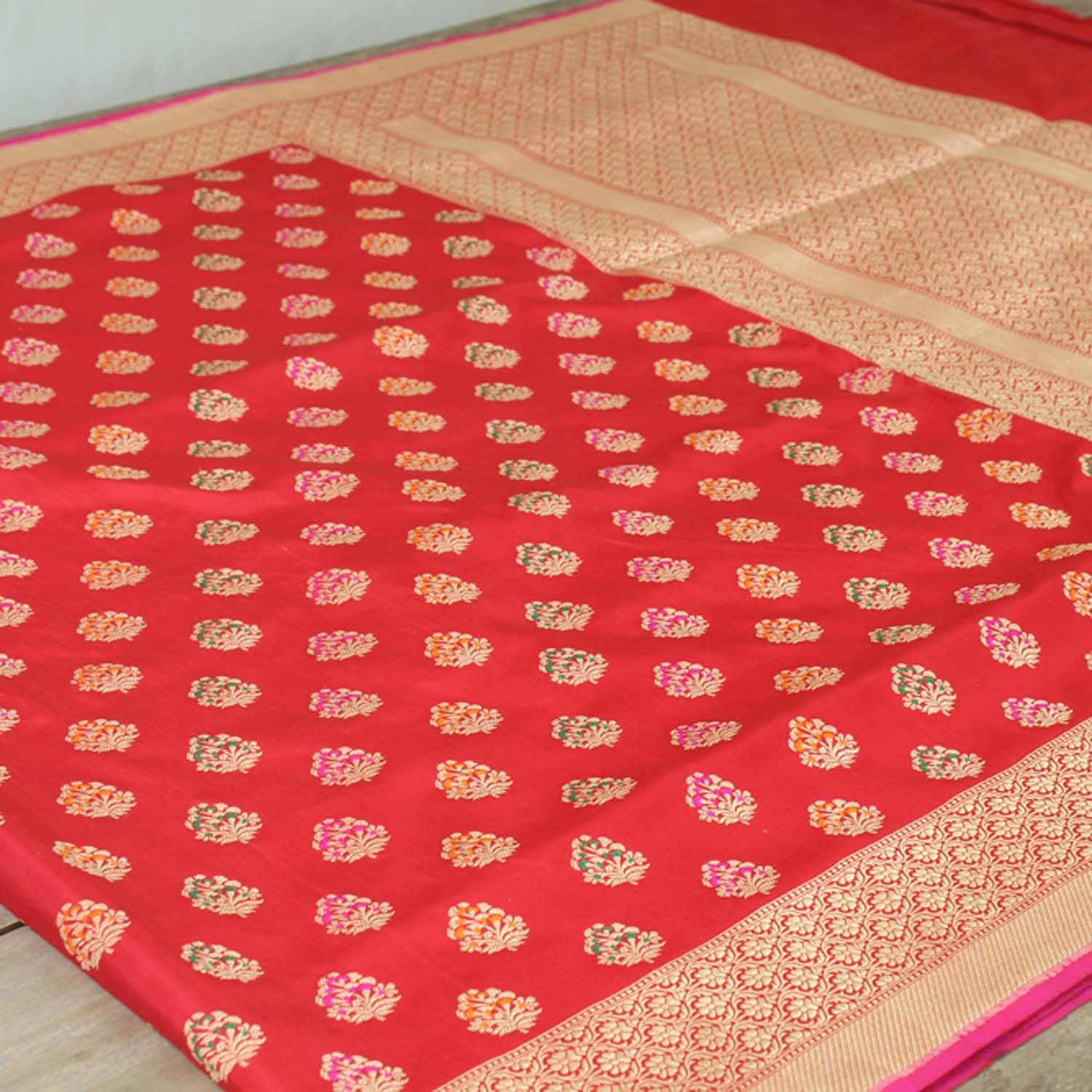 Red Pure Katan Silk Kadwa Banarasi Handloom Saree - Tilfi - 3