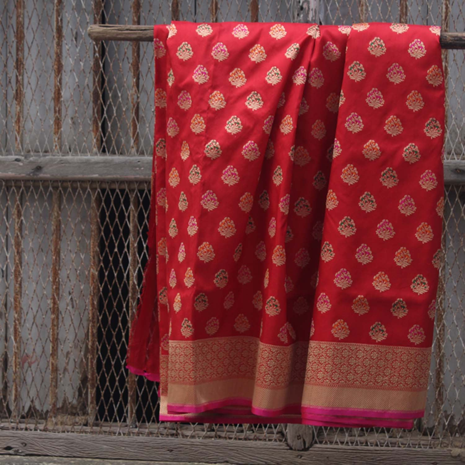 Red Pure Katan Silk Kadwa Banarasi Handloom Saree - Tilfi