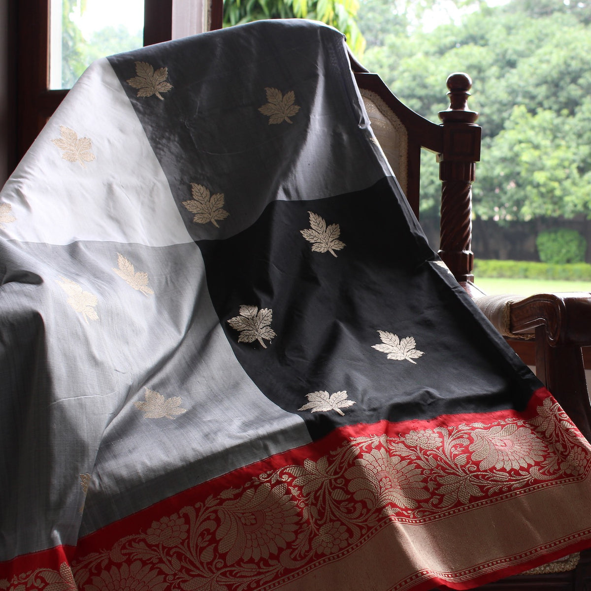 Checkered Pure Katan Silk Handloom Banarasi Saree - Tilfi