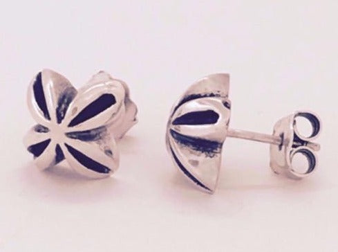 Silver & oxidised flower stud earrings