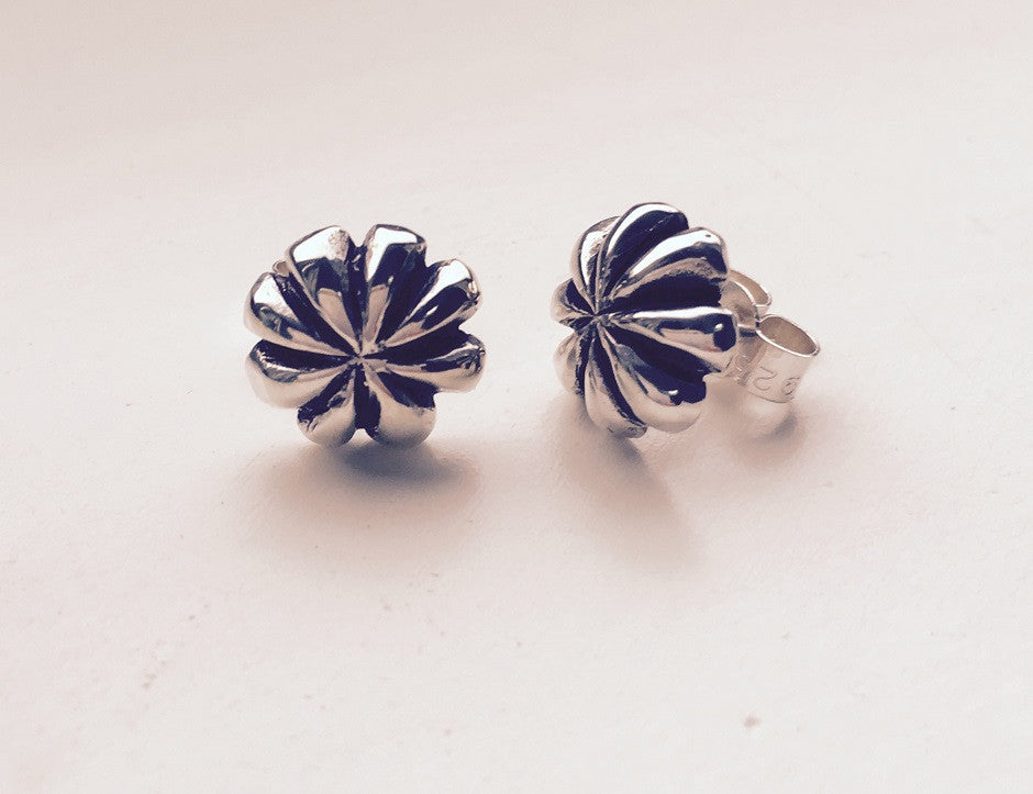 Silver & Oxidised 8 petal Stud Earrings
