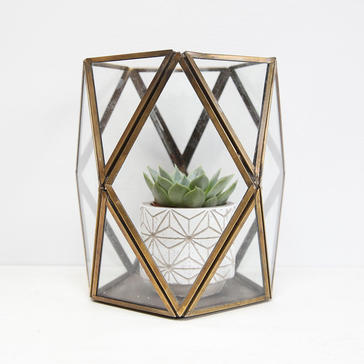 Interlocking diamond candle holder
