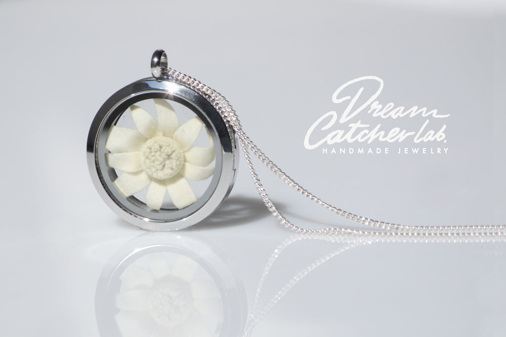Necklace Eco Chic Edelweiss‬ Flower Lions Paw‬ Glass Locket