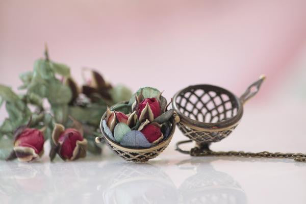 The Roses Salad necklace - antique brass