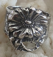 Darling sterling daisy ring adjustable size