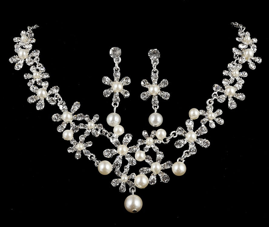 Six petal flower pearl necklace, three sets of bridal jewelry set