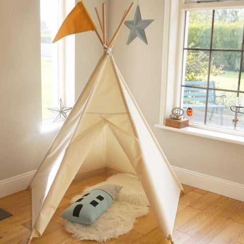 plain teepee 5 sided with flag