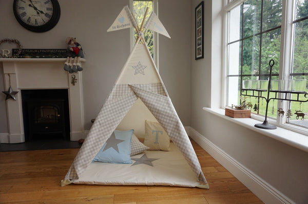 teepee with star design