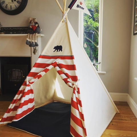 Bear teepee with navy mat