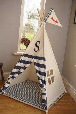Pet teepee with monogram and window