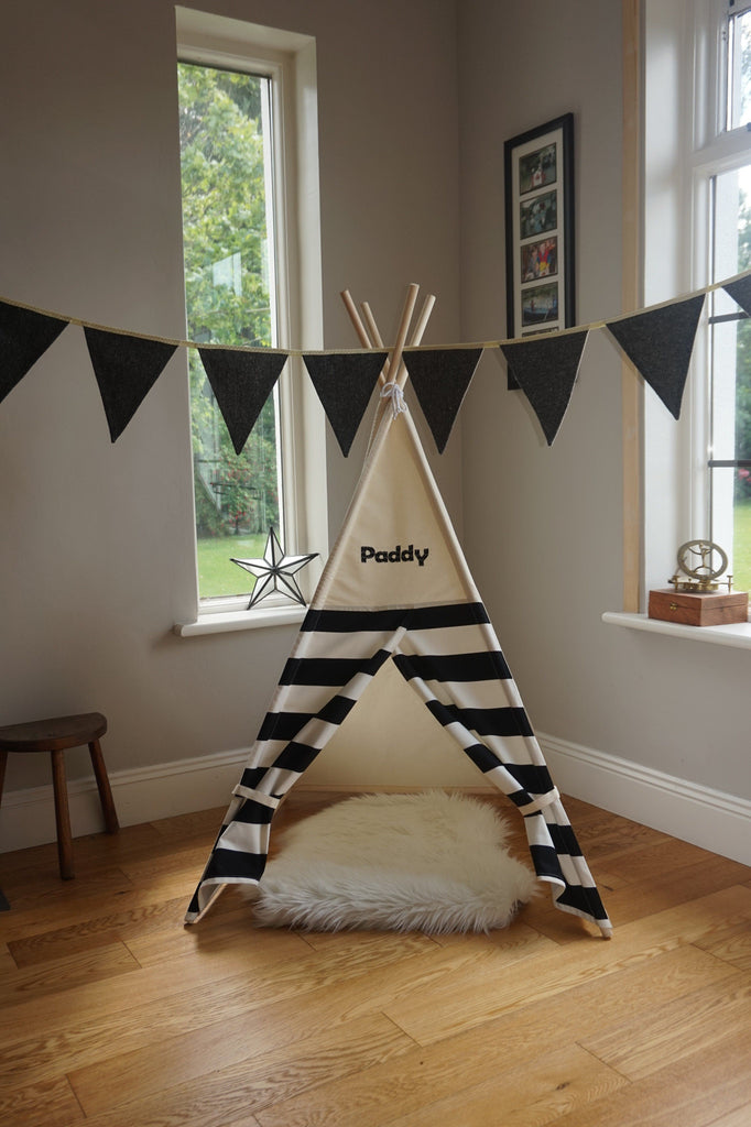 Pet Teepee with Monogram / Name
