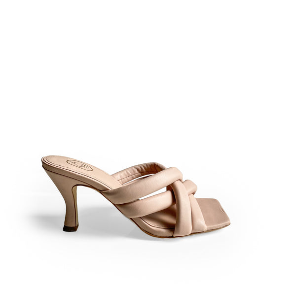 ASH POWDER LEATHER SQUARE-TOE SANDAL -  defined by the knotted bands