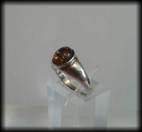 Vintage 925 Solid Sterling Silver and Baltic Amber Cabochon Ring - Preloved Jewels