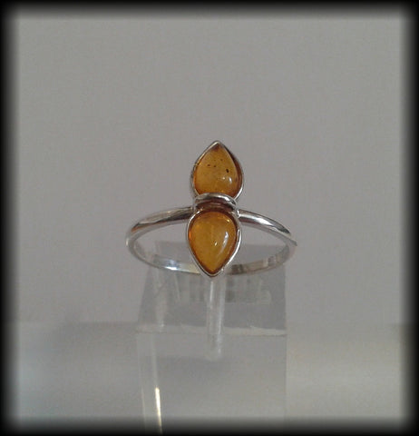 Vintage 925 Solid Sterling Silver and Double Baltic Amber Cabochon Ring - Preloved Jewels