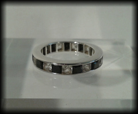 Vintage 925 Solid Sterling Silver and Black & White Cubic Zirconia Band Ring - Preloved Jewels