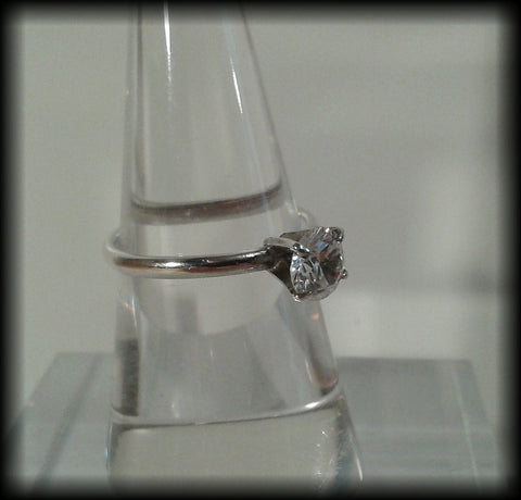 Vintage 925 Solid Sterling Silver & Brilliant Cut Cubic Zirconia Solitaire Ring - Preloved Jewels
