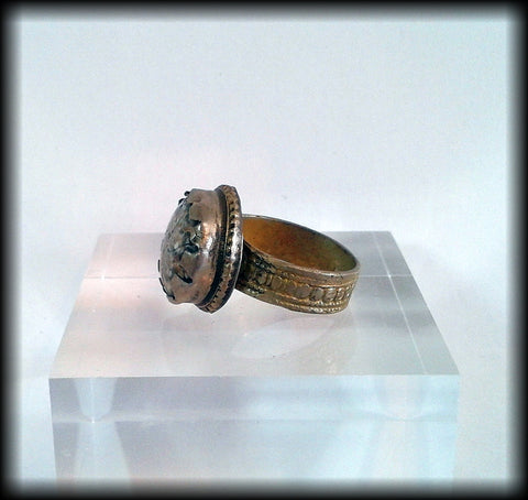 Antique Near Eastern Ring with carved Agate Cabochon - Preloved Jewels