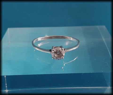 Vintage 925 Solid Sterling Silver Cubic Zirconia Solitaire Ring - Preloved Jewels