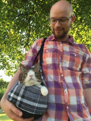 Cat Carrier - Practical and Luxurious way to walk Cats - Bag - Monty Boy