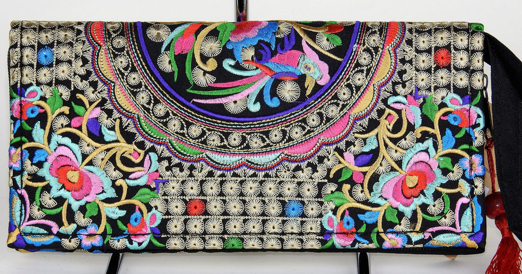 bag: Embroidered Clutch Purse
