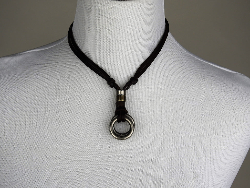 jewelry: Leather Necklace
