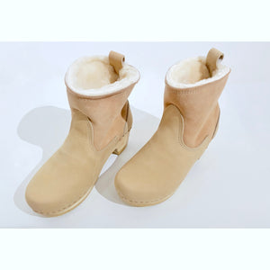 shearling clog boot in fawn