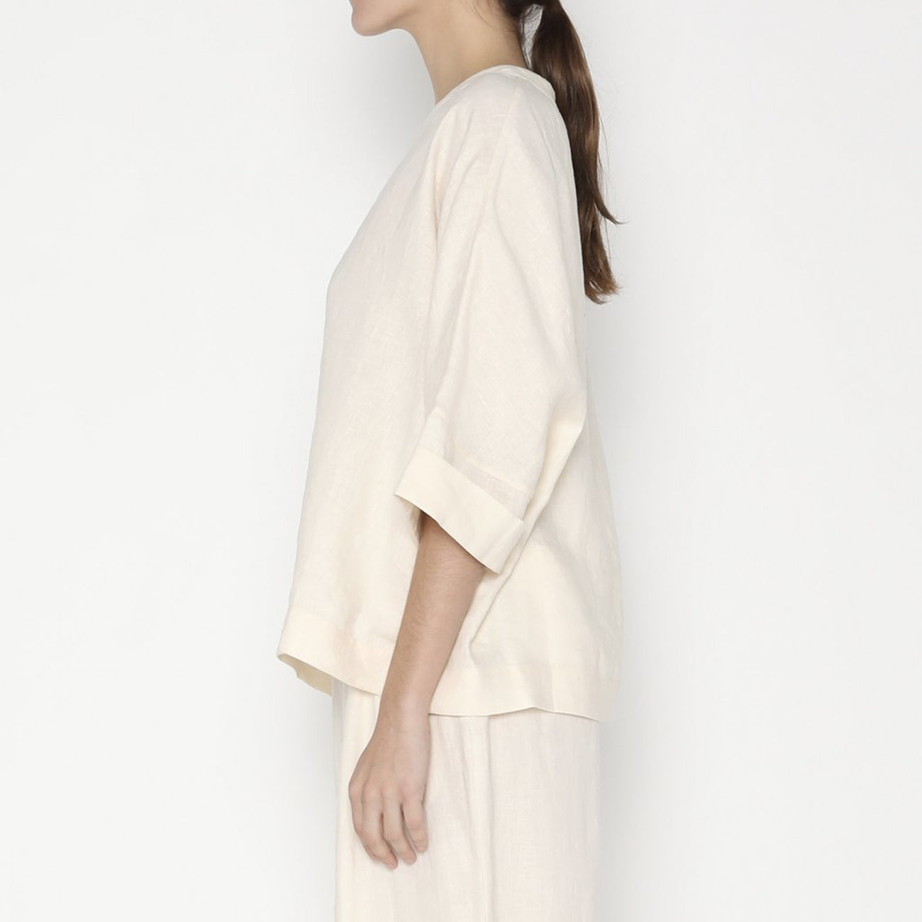 relaxed square top in off-white