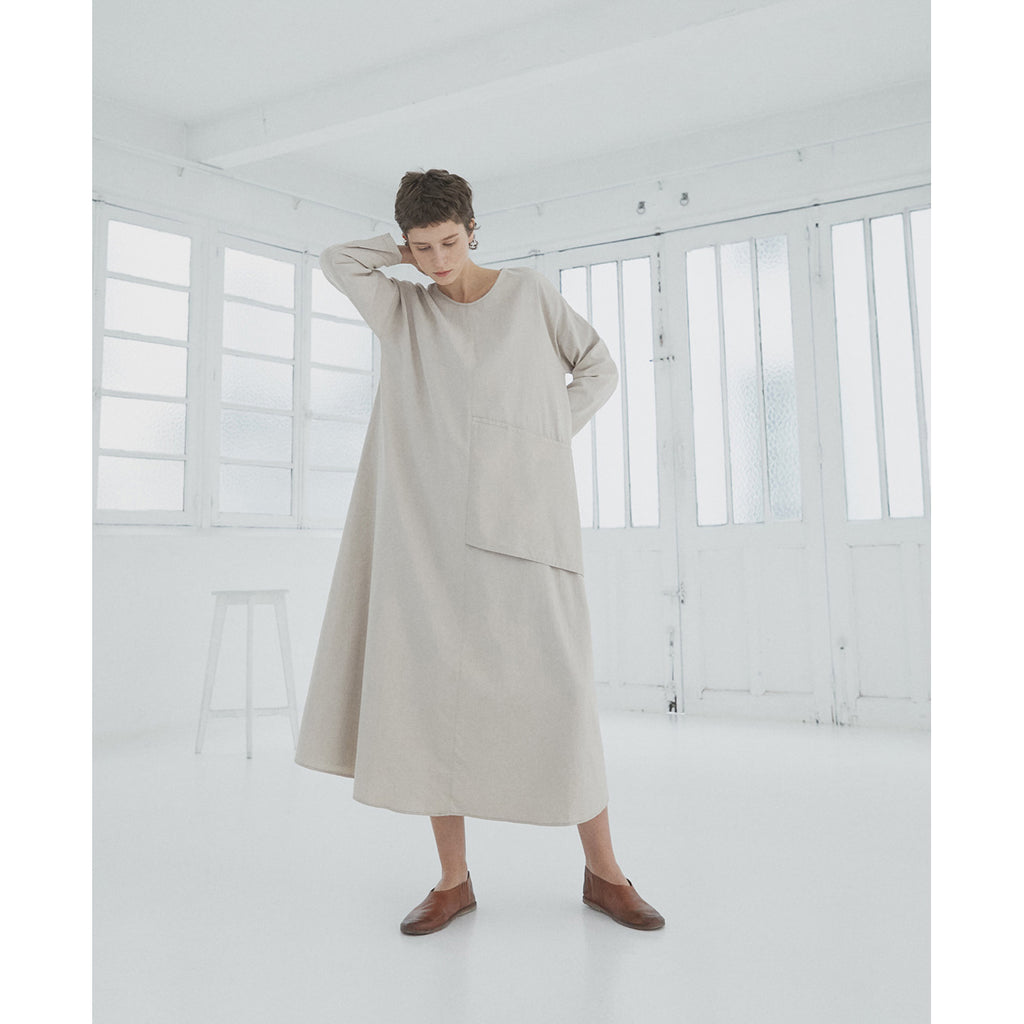 soft cotton pocket dress in taupe