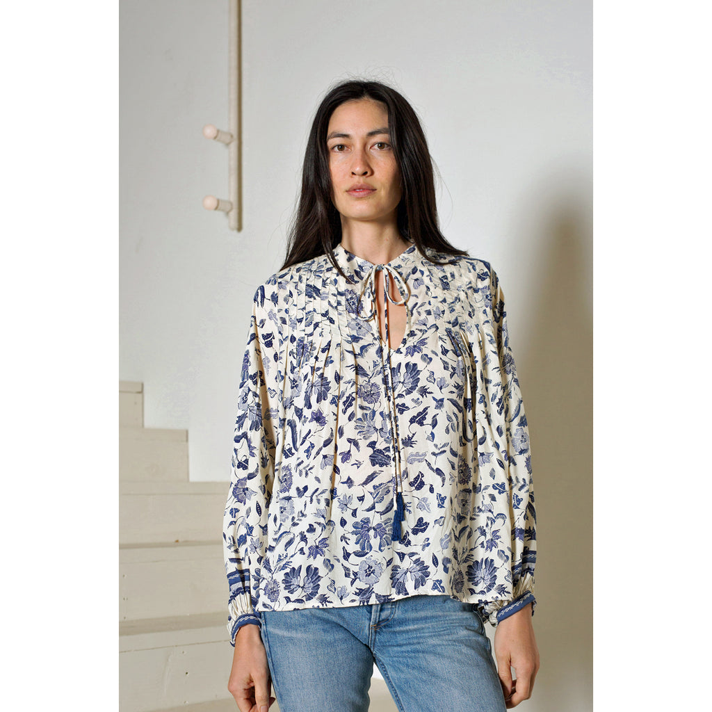 lizzy shirt in wildflower blue