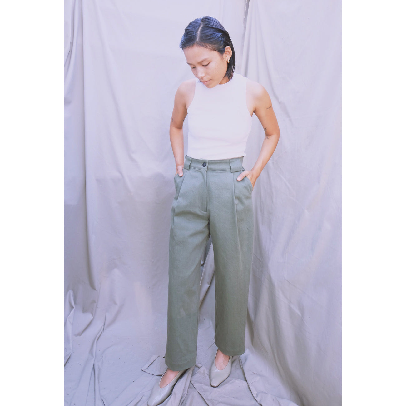 flo pant in moss twill