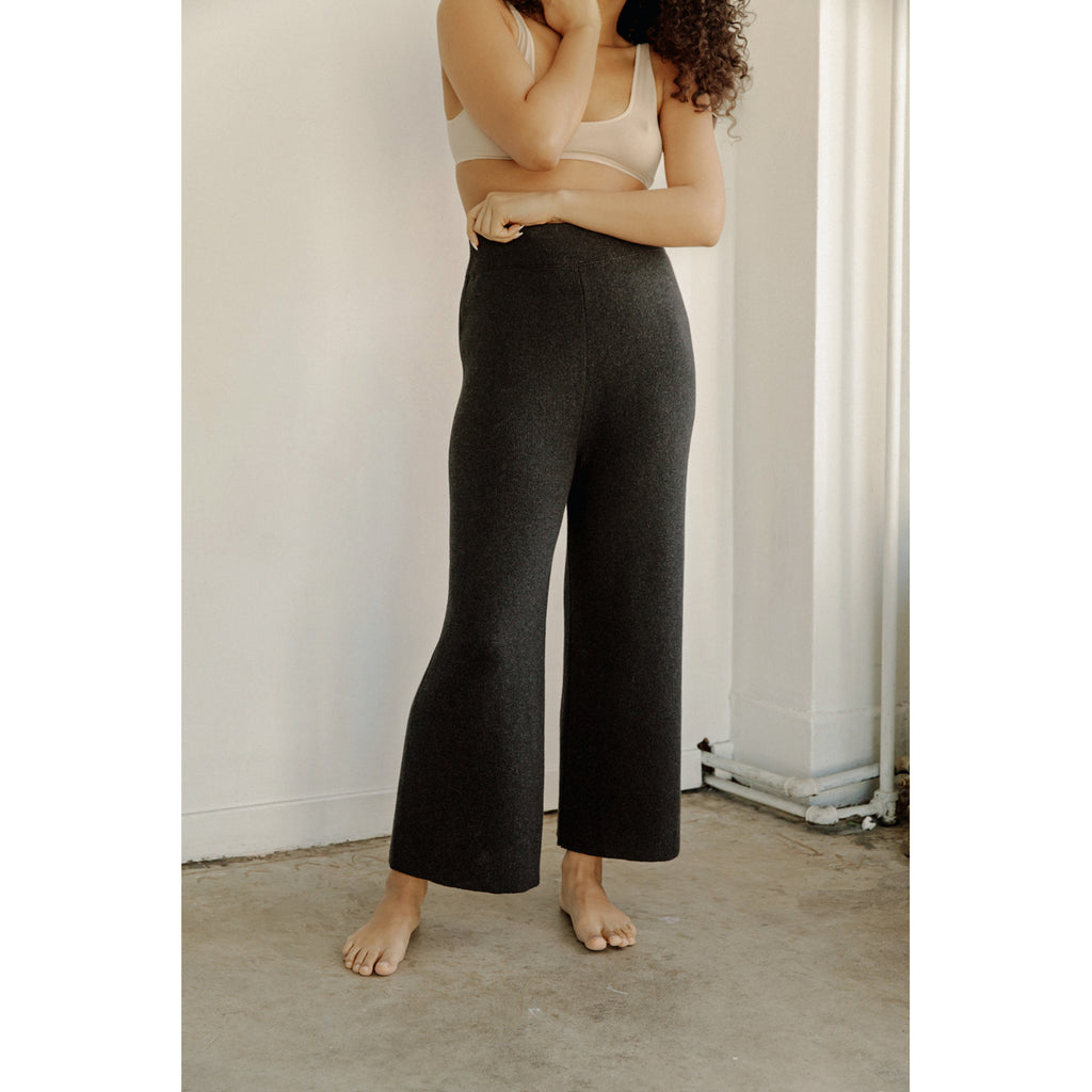 coastal pants in graphite