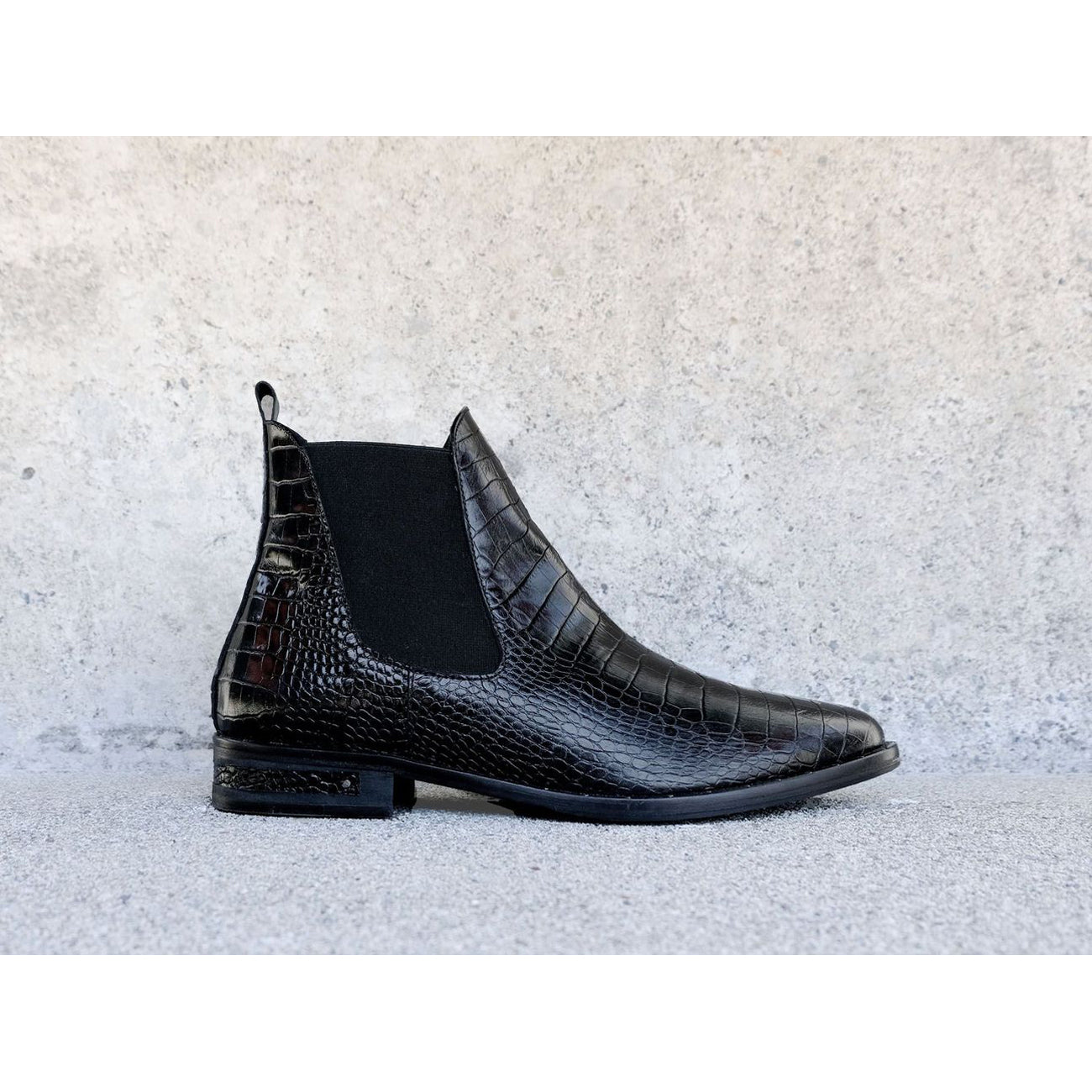 Freda Salvador Sleek Chelsea Ankle Boot