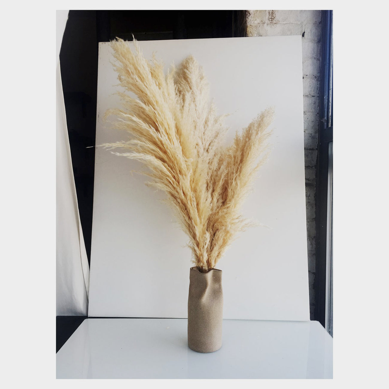 IIIVVVYYY Paper Bag Vase in Plain Speckle