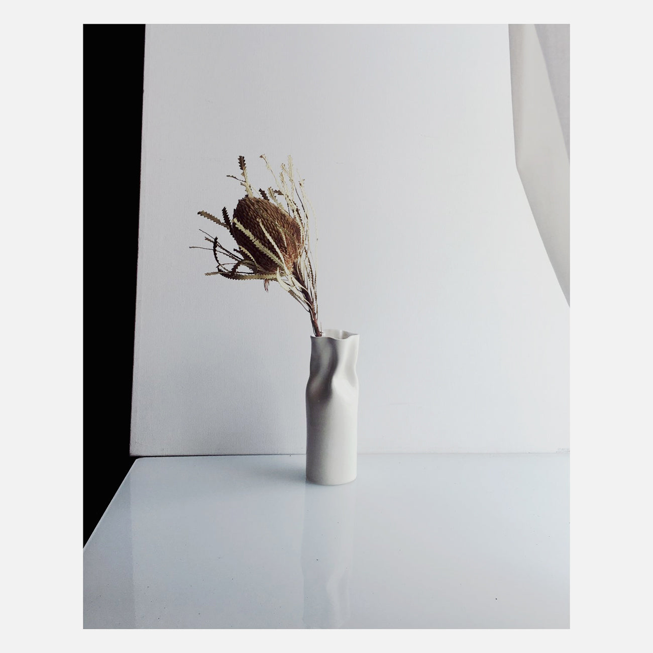 IIIVVVYYY Paper Bag Vase in White