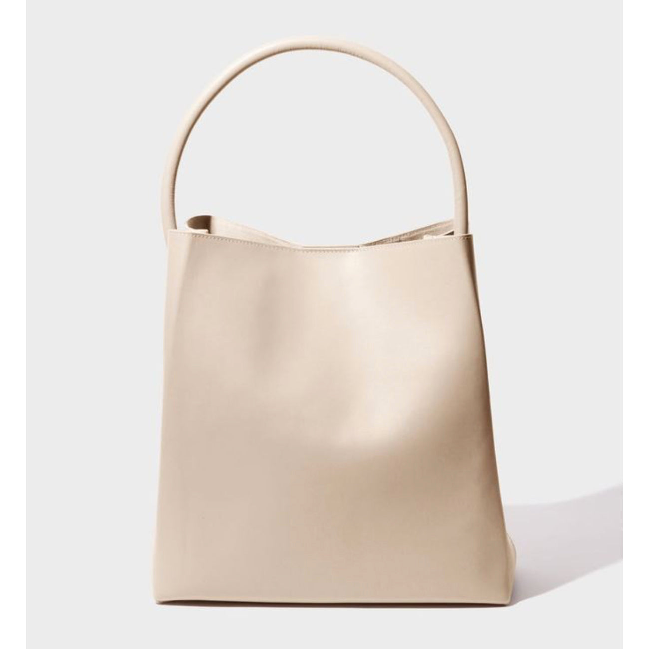 arch handle pleat tote in putty