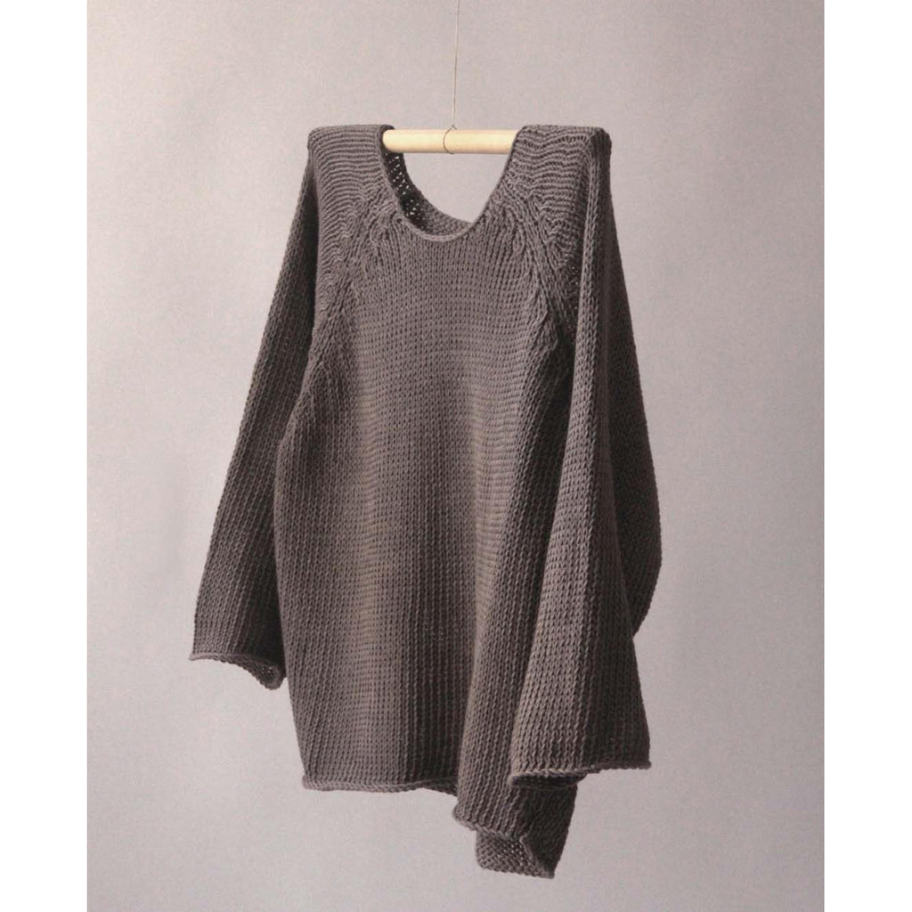 crop raglan in warm grey