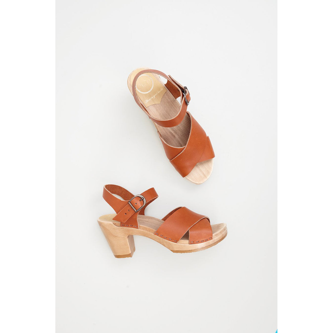 coco cross front clog in caramel