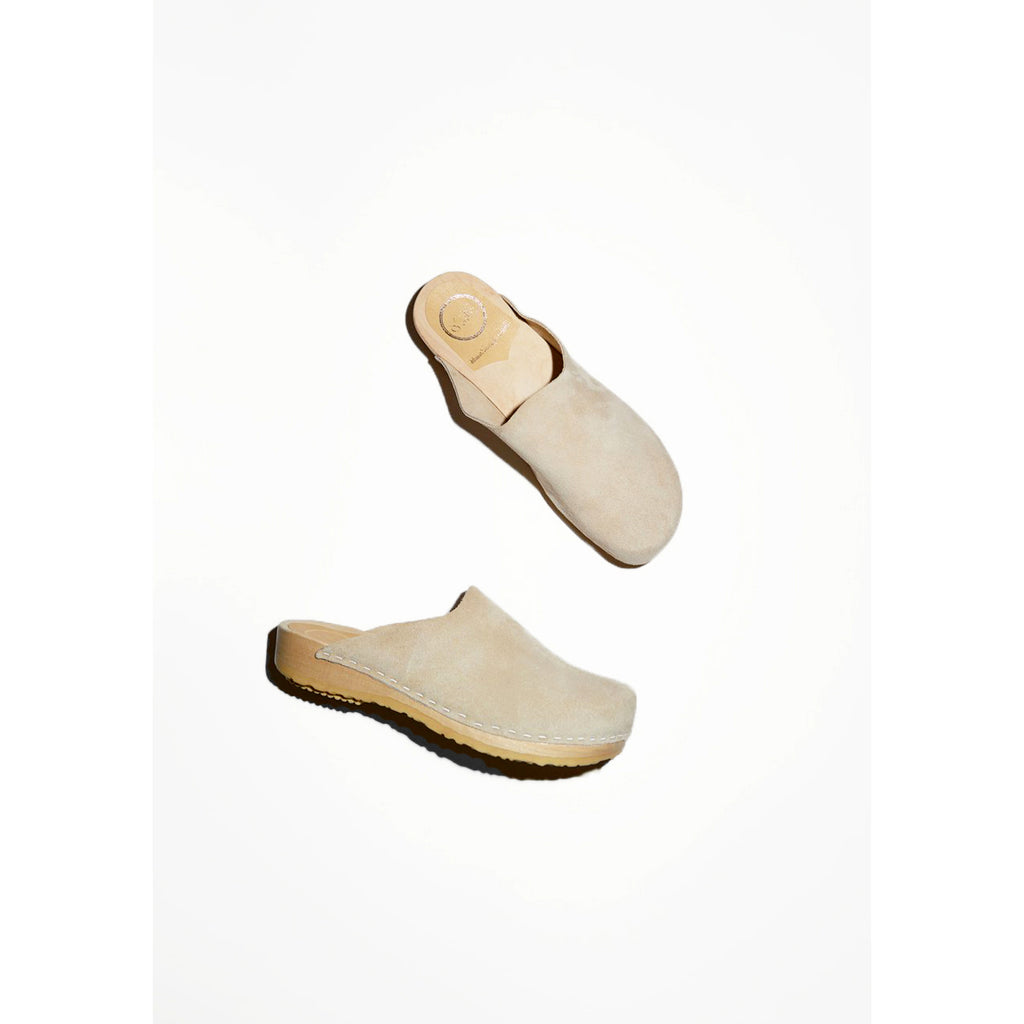 contour clog in chalk suede