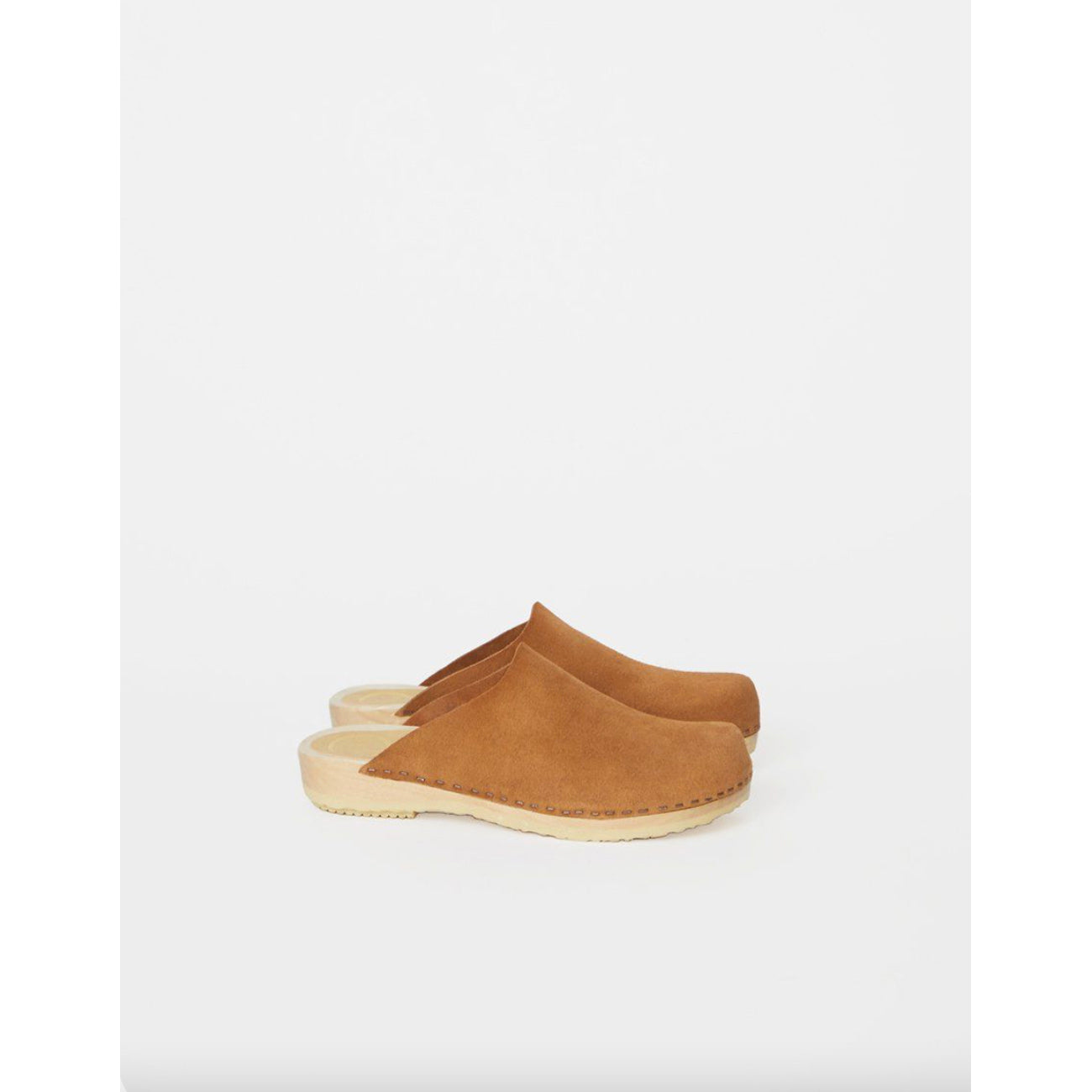contour clog in sand suede
