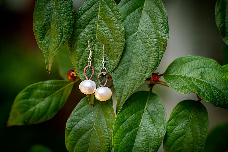 Leather freshwater pearl earrings